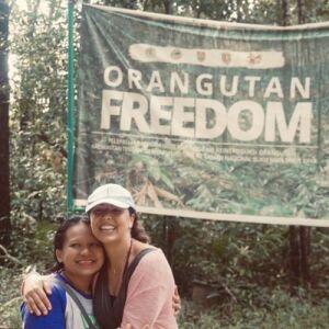 Mother-Daughter Duo Experience Nyaru Menteng Orangutan Sanctuary!