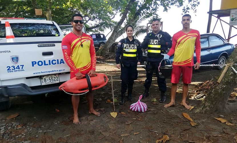 Police and Lifeguards Participate in Turtle Conservation
